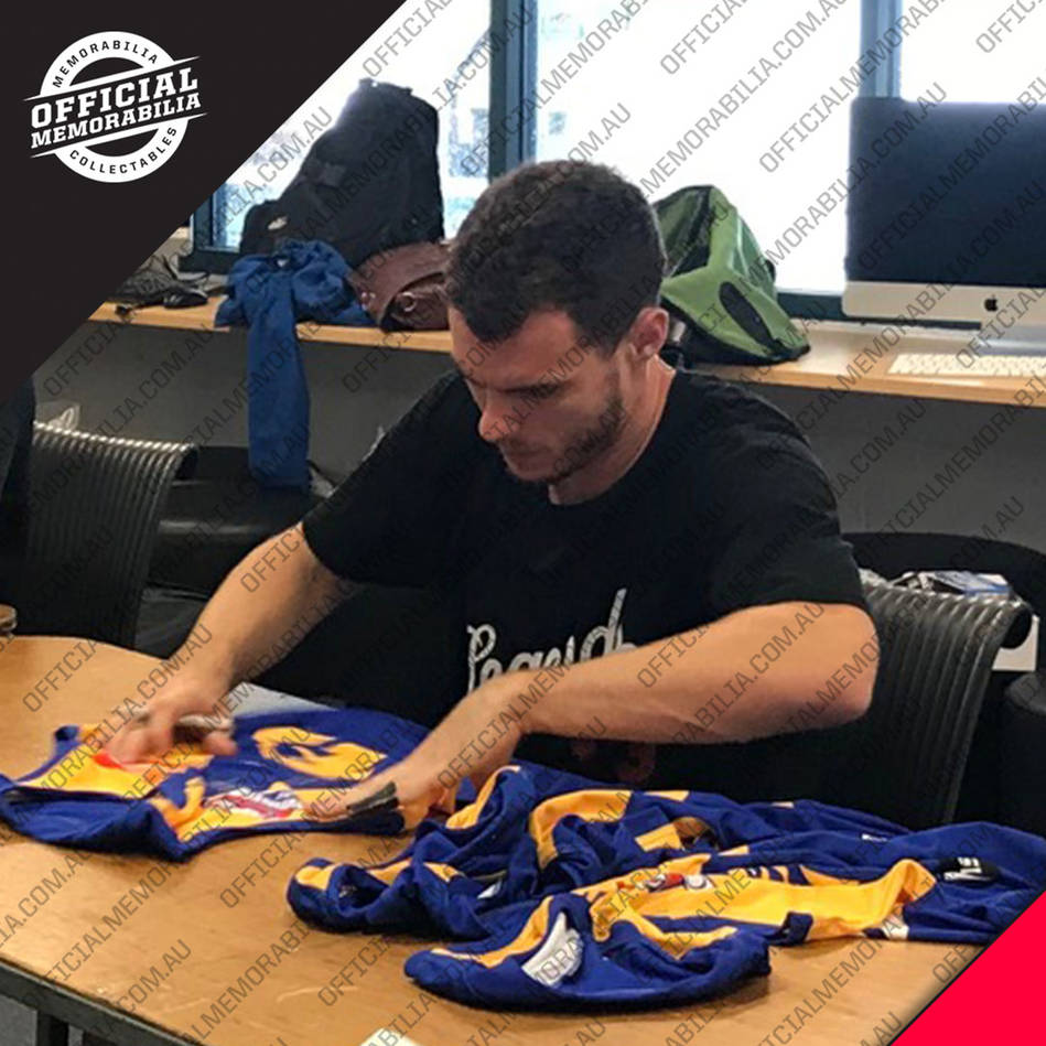 mainWest Coast Eagles 2018 AFL Premiers Team Signed 'Flying High'3