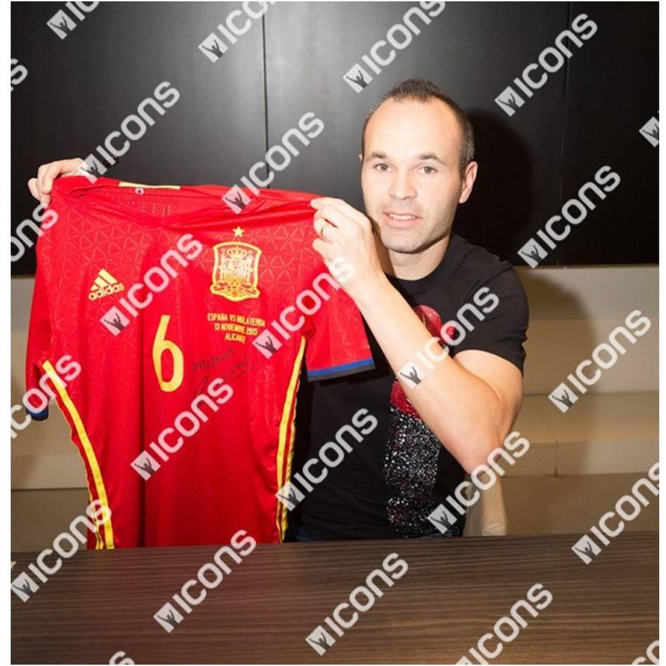 mainAndres Iniesta Match-Worn Spain Jersey (13 November, 2015)1