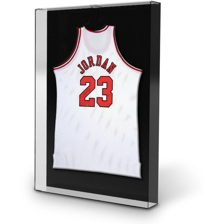 mainMichael Jordan Signed Chicago Bulls Jersey1