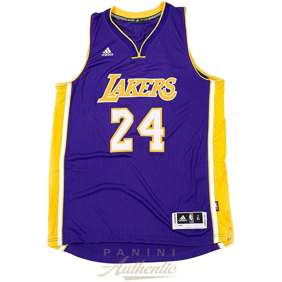 mainKobe Bryant Signed Los Angeles Lakers Jersey1