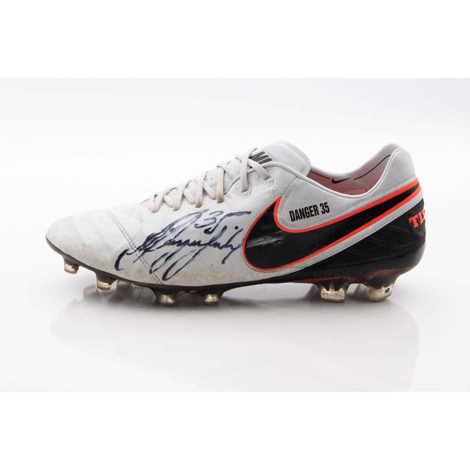 mainPatrick Dangerfield Signed 2016 Match-Worn Boot0