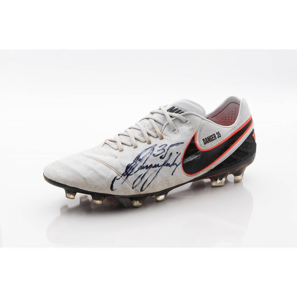 mainPatrick Dangerfield Signed 2016 Match-Worn Boot1