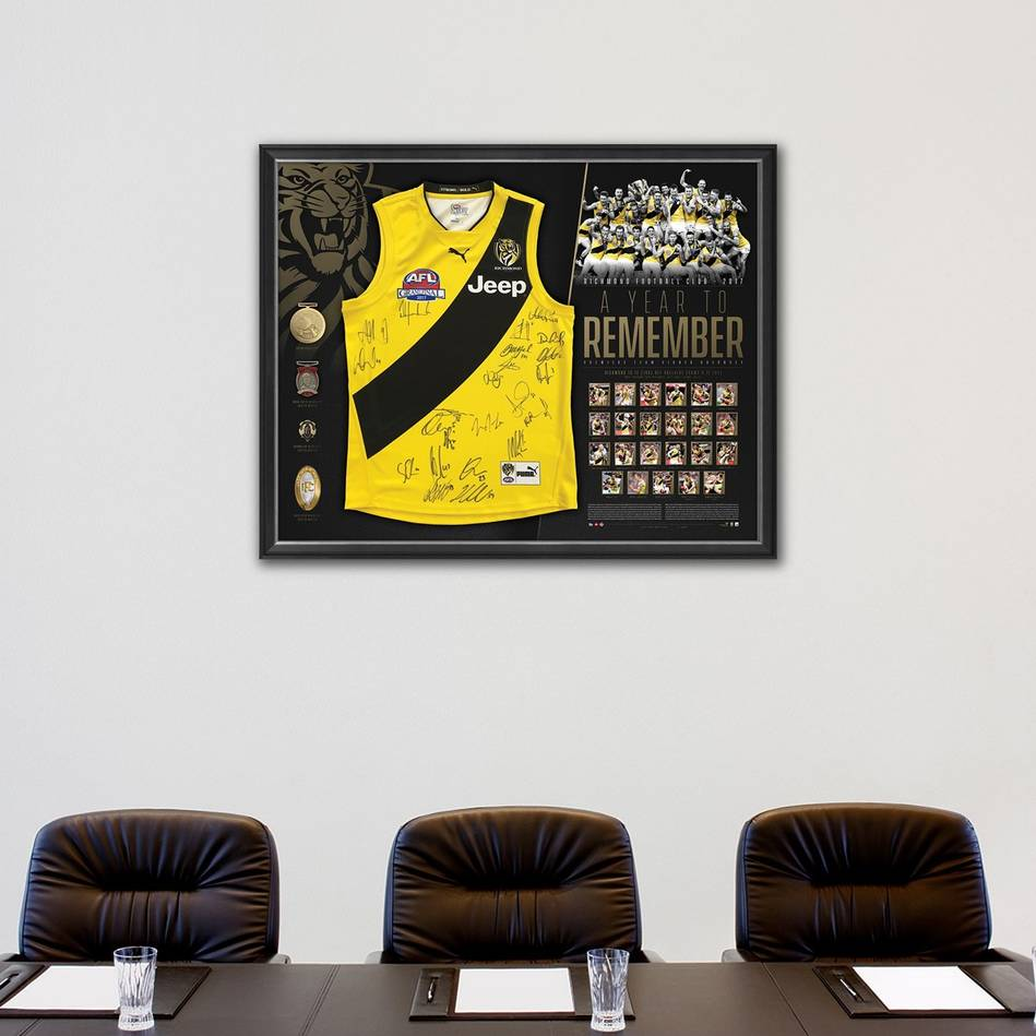 mainRICHMOND 2017 PREMIERS TEAM SIGNED 'A YEAR TO REMEMBER'1