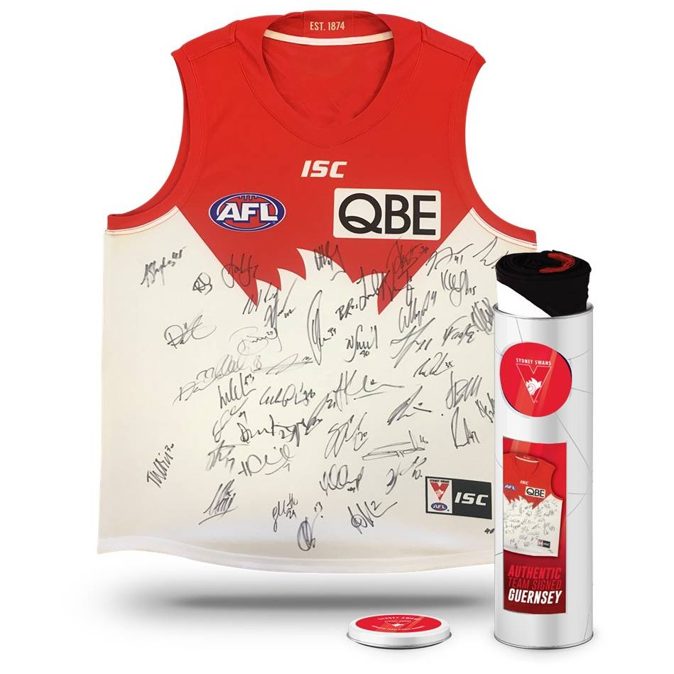 mainSYDNEY SWANS 2018 TEAM SIGNED GUERNSEY IN COLLECTORS TIN0