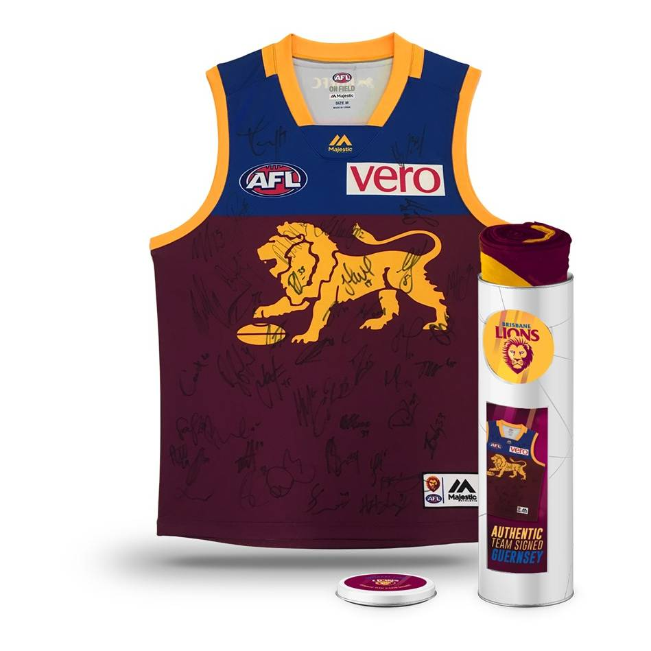 mainBRISBANE LIONS 2018 TEAM SIGNED GUERNSEY IN COLLECTORS TIN0